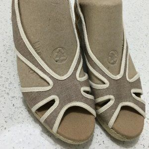Toni Pons Sandals Size 37 US 6 1/2  Tan and Cream